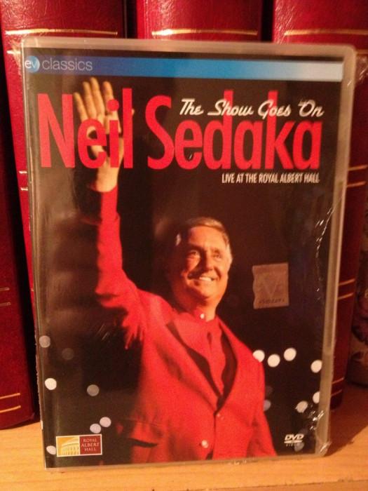 NEIL SEDAKA - THE SHOW GOES ON -LIVE/ROYAL ALBERT (2006/EAGLE) - DVD NOU/SIGILAT