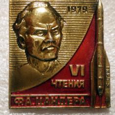 I.494 INSIGNA RUSIA URSS COSMOS CONSTRUCTOR RACHETE F.A. ZANDER 30/31mm, Europa