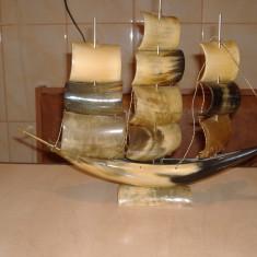 Obiect vechi din corn