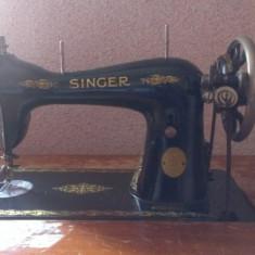 Masina de cusut marca Singer, fabricata in anul 1907, adusa din America in jurul anilor '30. Este in stare perfecta de functionare.