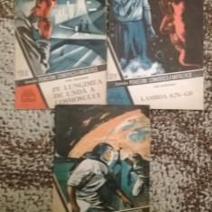 """Colectia SF-Pe lungimea de unda a cosmosului-Lamda si """"Coasa lui Cronos"""" 3 carti - Carte de colectie"""