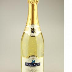 Vin Spumant cu Foita de Aur de 22 K, Blue Nun, import Germania.
