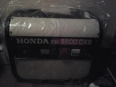 Producator: Honda  Model: EM 5500 CXS   Descriere   Generatorul de putere Honda EM5500 CXS reprezinta alegerea profesionistilor. foto