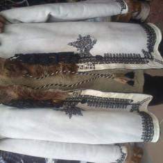 Cojocel traditional zona Sibiu, Alb, Piele