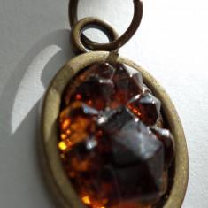 Pandantiv/martisor imitatie de geoda  culoare chihlimbar pe baza de bronz