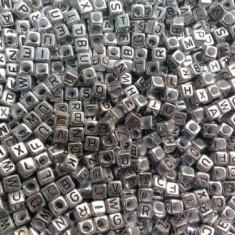 100 buc Margele plastic acril, silver argintiu, litere alfabet mix, cub, 6 mm