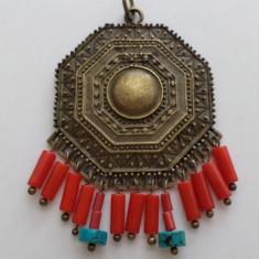 Pandantiv/martisor antichizant, bronz, turcoaz, coral in stil antic