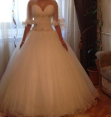 rochie de mireasa culoare ivory,stare foarte buna,purtata o singura data,pret 1300 Ron negociabil foto