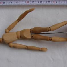 Manechin din lemn cu articulatii flexibile folosit in arta desenului (1)