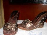 Papuci dama cu platforma maro metalizat-marimea 35, Din imagine