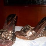Papuci dama cu platforma maro metalizat-marimea 35