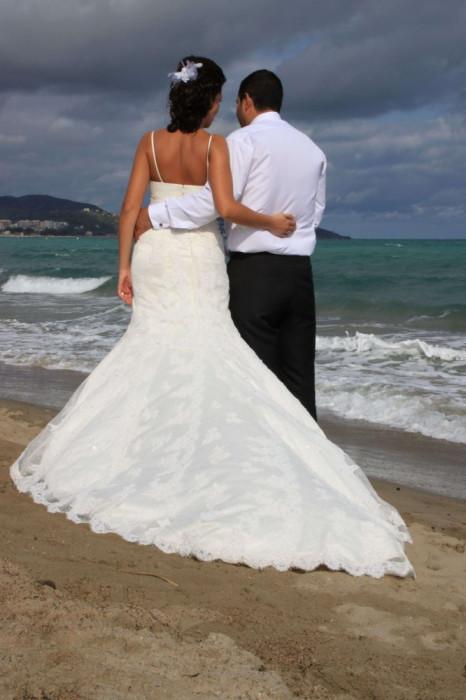 Vand rochie de mireasa LA SPOSA de dantela model Sirena!!!!