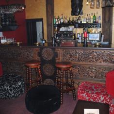 Sculptura lemn masiv pentru bar - Mobila pentru baruri si cluburi