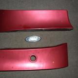 Ornamente plastice spate din dedesuptulul stopurilor triplelor culoare visiniu -ford mondeo mk2 generatia a 2-a din anii 1997-2000 sedan 4 usi berlina
