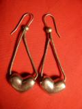 Cercei vechi cu lant dublu metal argintat ,cu inimioare