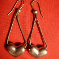 Cercei vechi cu lant dublu metal argintat, cu inimioare