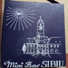 Geanta cutie mini bar sibiu pentru bauturi alcoolice anii 70 vechi vintage RSR