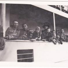 Fotografie ,comandantul Cohortei Fantanele-Cluj,actorul Faraianu Ioan si un grup de cercetasi pe vapor,aprox 1930-35