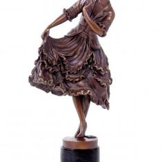 TANARA CU ROCHITA- STATUETA DIN BRONZ PE SOCLU DIN MARMURA - sculptura reproducere, Portrete
