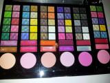 Trusa Make-up Profesionala Multifunctionala 60 Culori Farduri ,  6 Blush,  12 Luciuri Farduri Profesionale  NOU