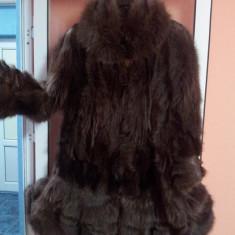 Haina blana (urs spalator) model deosebit, lungime medie, marime 50-52, potrivita pentru o persoana mai inalta, putin purtata. 1500RON - haina de blana