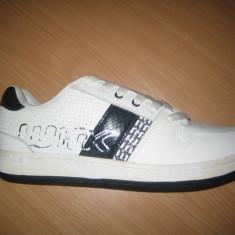 - Pantofi sport barbati skate WINK; cod FS778-5; culoare alb; marime: 44 - Adidasi barbati