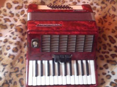 acordeon weltmeister stella,buna stare de functionare, original,32 basi foto