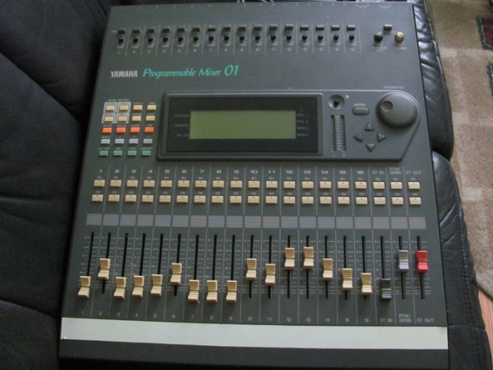 Vand mixer digital Yamaha Pro mix 01 - Programmable Mixer 01 - 16 canale foto mare