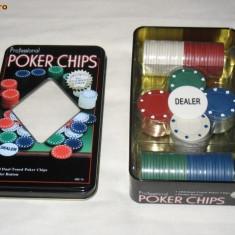 Set poker 100 piese - 4 culori cu 25 de piese pt fiecare culoare + buton Dealer