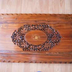 Blat masa sculptat lemn cu insertii metalice