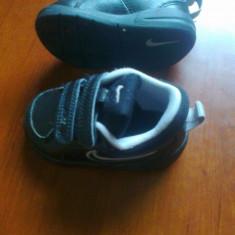 Adidasi NIKE copii (6-12 luni) marimea 19 - Adidasi copii Nike, Culoare: Negru, Baieti, Negru