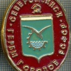 729 INSIGNA -SEVERODVINSK - GERB (steag rosu?) -RSFSR -URSS -secera si ciocanul -scriere chirilica-starea care se vede