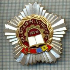 763 INSIGNA  - FRUNTAS IN INTRECERE 1974 (fruntas in intrecerea socialista, drapelul rosu al PCR si cel tricolor) -starea care se vede