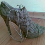Sandale ZARA marimea 39,arata foarte bine!