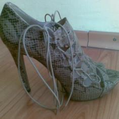 Sandale ZARA marimea 39, arata foarte bine! - Sandale dama Zara, Culoare: Bej, Bej
