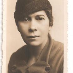FOTO 43 FOTOGRAFIE ARTISTICA PORTRET FEMEIE, IMBRACAMINTE DE EPOCA, PRODUS DE COLECTIE DIM. : 5, 5X8, 5 cm., Portrete, Romania 1900 - 1950