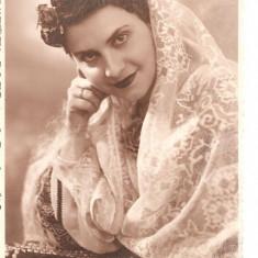 FOTO 33 FOTOGRAFIE ARTISTICA MIREASA, IMBRACAMINTE DE EPOCA, FOTO STUDIO DOBRESCU C. LUNG MUSCEL, PRODUS DE COLECTIE DIM. : 8X13 cm, MIREASA., Sarbatori, Romania 1900 - 1950