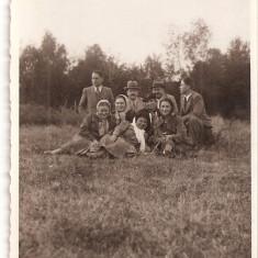 FOTO 27 FOTOGRAFIE DE GRUP, IMBRACAMINTE DE EPOCA, PRODUS DE COLECTIE DIM. : 8X13 cm, 1938., Natura, Romania 1900 - 1950