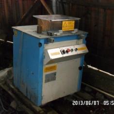 Vand masina de taiat si fasonat fier Leadermec CP22/26, NOUA - Masa pentru taiat