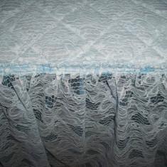 Cuvertura eleganta cu broderie deosebita; 218 x 170 cm + bordura brodata 37 cm