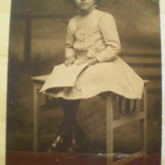 "Fotografie tip carte postala - Maria Ionescu (8 ani) -  1910 -  Institutul artistic de fotografii ""Foto Lux"" Bucuresti"