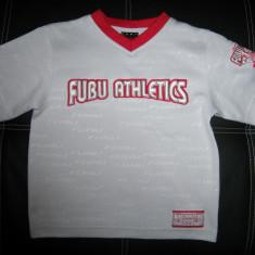 Tricou FUBU Athletics inscriptionat foarte fin cu logo-ul; 40 cm bust - Tricou barbati Fubu, Marime: Alta, Culoare: Din imagine, Maneca scurta