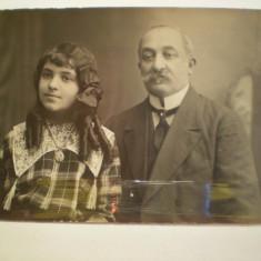 Fotografie tip carte postala  - Tatal cu fiica  - 1910  - Foto Splendid -  N.Buzdugan - B.dul. Elisabeta 14  - Bucuresti