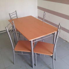Masa + 4 scaune - Mobila pentru baruri si cluburi