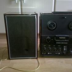 Vand Magnetofon Kashtan + 1 boxa (produs original) functionabil ,in stare foarte buna ,are nevoie de doua benzi ,eu l-am folosit pe post de statie .