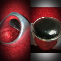 Inel vintage cu piatra din cabochon jasp negru. Marimea 55mm Este confectionat din otel inoxidabil. - Inel fashion