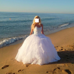 vand rochie de mireasa stil princess superba