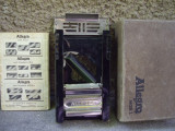 Aparat manual de ascutit lame - vintage -Swiss made 1960