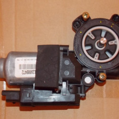 Motoras Macara geam actionat electric Renault Megane 2(an '02-'09) dreapta fata, MEGANE II limuzina (LM0/1_) - [2003 - 2009]