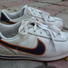 Pantofi sport NIKE nr. 37.5 - Adidasi dama Nike, Culoare: Alb, Alb